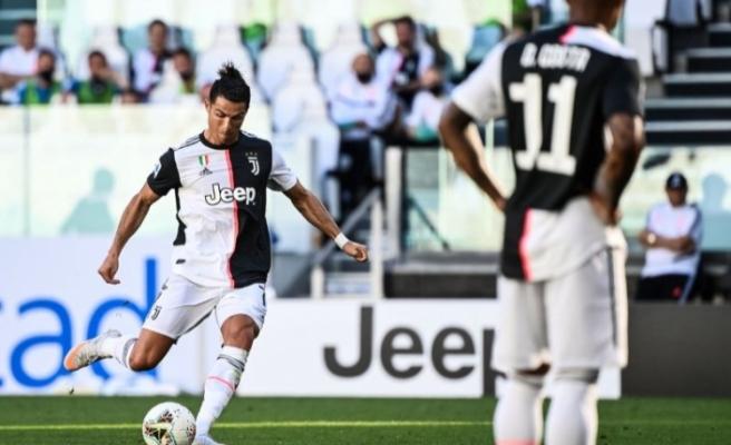 Cristiano Ronaldo ambulans uçakla Torino'ya götürüldü