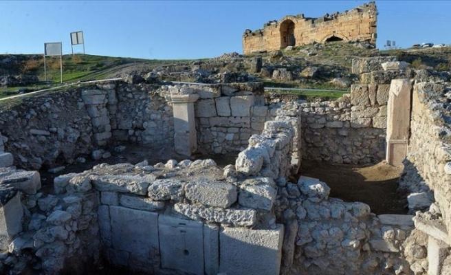 Blaundos Antik Kenti'nde Roma dönemine ait hamam bulundu