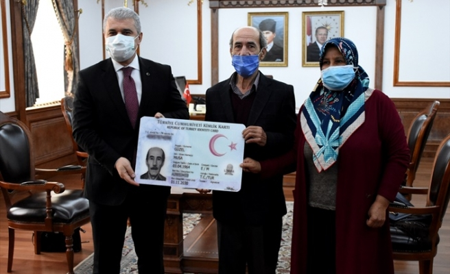 60 milyonuncu kişi Kırşehir'de çipli kimlik kartını aldı