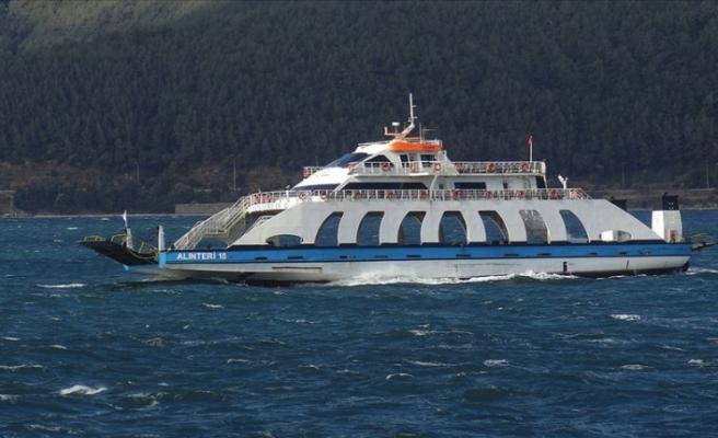 Güney Marmara'da feribot seferlerine fırtına nedeniyle yapılamıyor