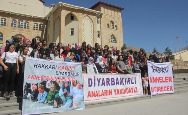 Hakkarili kadınlardan Diyarbakır annelerine destek yürüyüşü