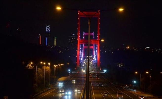 İstanbul, sokağa çıkma kısıtlamasının başlamasıyla sessizliğe büründü