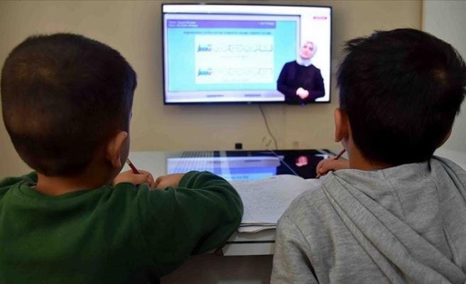 Okullar uzaktan eğitimle yeniden açılıyor