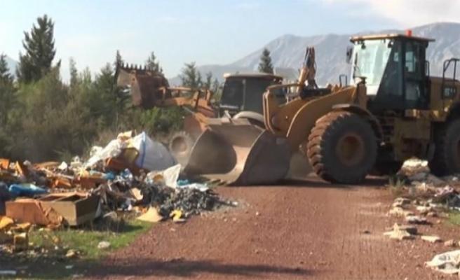 Antalya'da ormandan 28 kamyon çöp çıktı
