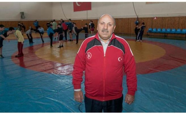 Şampiyon güreşçi Reşit Karabacak'a veda!