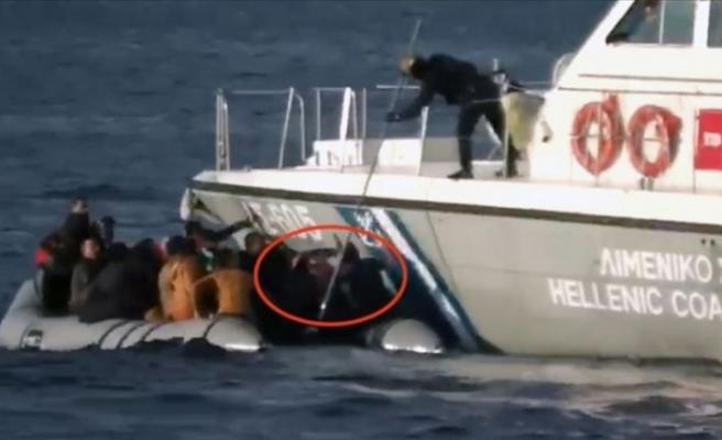 Yunanistan'ın kara sularındaki sığınmacıları Türkiye'ye geri itme talimatları belgelendi