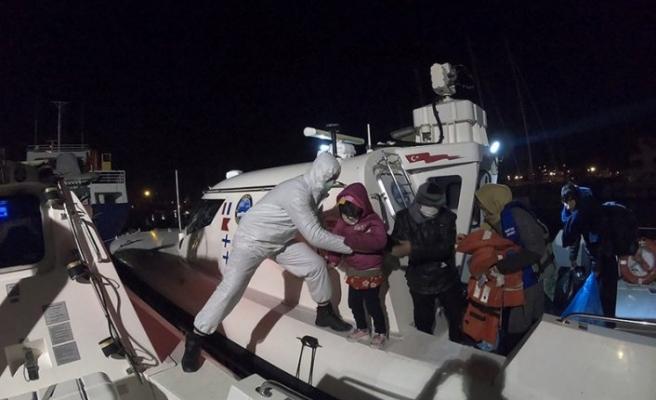 Yardım bekleyen göçmenleri Türk Sahil Güvenliği kurtardı