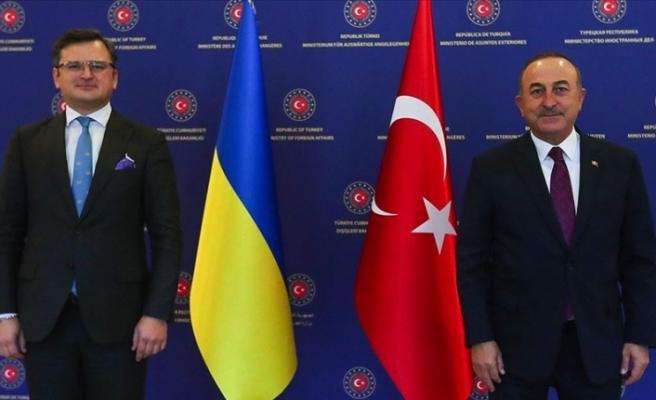 Bakan Çavuşoğlu Ukrayna Dışişleri Bakanı Kuleba ile bir araya geldi