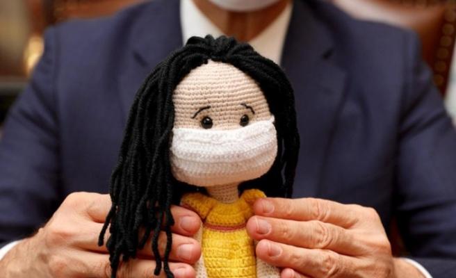 Milli Eğitim Bakanı Ziya Selçuk'a anlamlı hediye