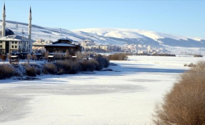 Doğu'da soğuklar hayatı olumsuz etkiledi