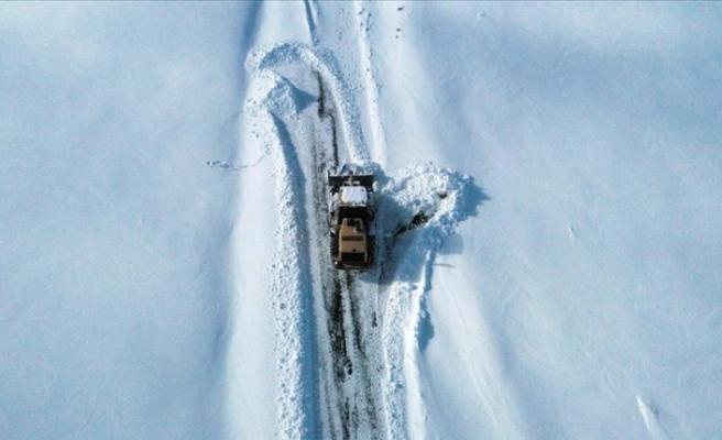Doğu Anadolu'da ağır kış şartları: 98 köy yolu ulaşıma kapandı