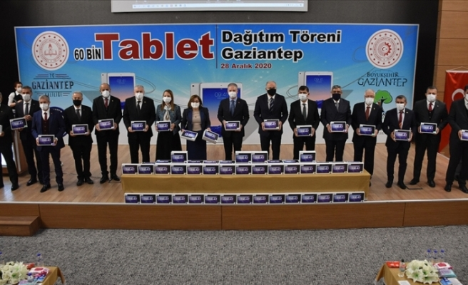 Gaziantep'te 60 bin tablet öğrencilere dağıtıldı