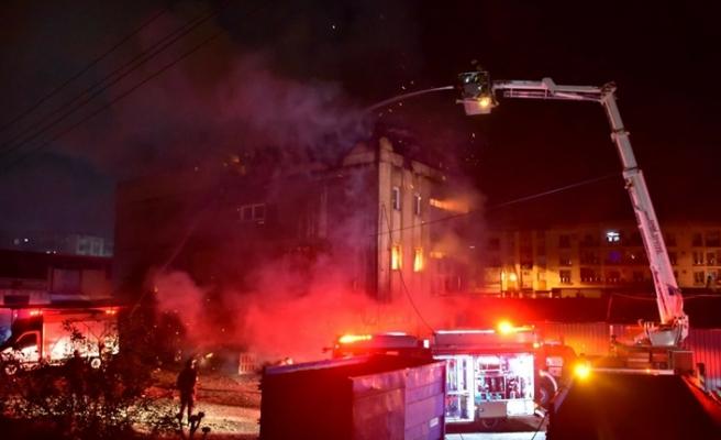 İzmir'de iki ayrı fabrikada eş zamanlı yangın çıktı