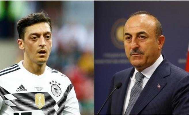 Çavuşoğlu'ndan son dakika Mesut Özil açıklaması