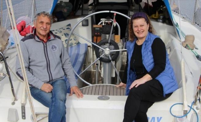 Evlerini satıp tekne alan çift 6 yıldır geziyor