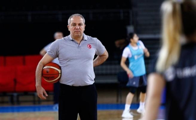 Galatasaray'da başantrenörlük görevine Ekrem Memnun getirildi