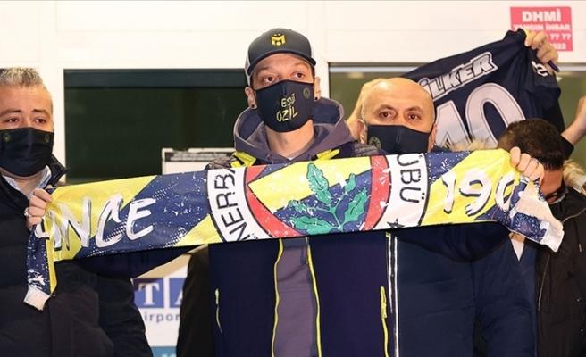 Fenerbahçe, Mesut Özil ile sözleşme imzaladı