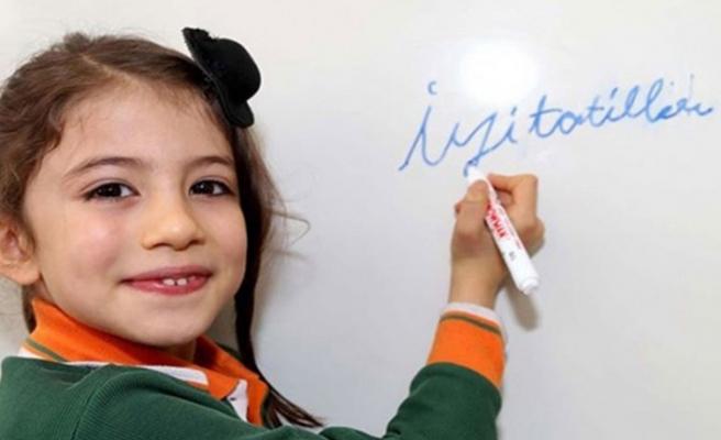 Milyonlarca öğrenciyi ilgilendiren karar: Tatil bazı sınıflara uzadı