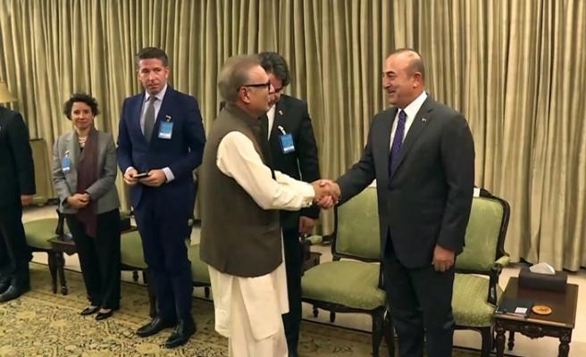 Pakistan Cumhurbaşkanı Alvi'den Çavuşoğlu'na devlet nişanı