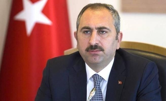 Adalet Bakanı Abdulhamit Gül'den sokak hayvanları paylaşımı