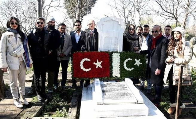 Türki Lala dizi ekibi Abdurrahman Peşaveri'nin kabrini ziyaret etti