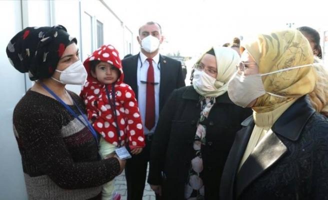 Emine Erdoğan'dan depremzedelere ziyaret