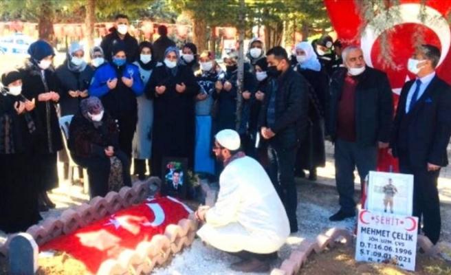 Diyarbakır anneleri Gara'da şehit düşen Semih Özbey'in ailesini ziyaret etti