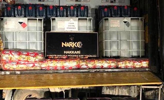 Hakkari'de 3 bin 300 ton uyuşturucu yapımında kullanılan madde ele geçirildi
