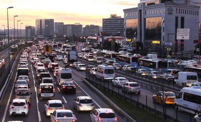İstanbul'da sokağa çıkma kısıtlaması öncesi trafik yoğun
