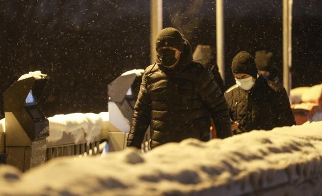 Kısıtlama sona erdi, İstanbul'da kar yağışına rağmen sokaklar hareketlendi