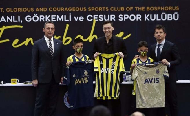 Mesut Özil'in imzaladığı 3 forma 36 bin 50 avroya alıcı buldu