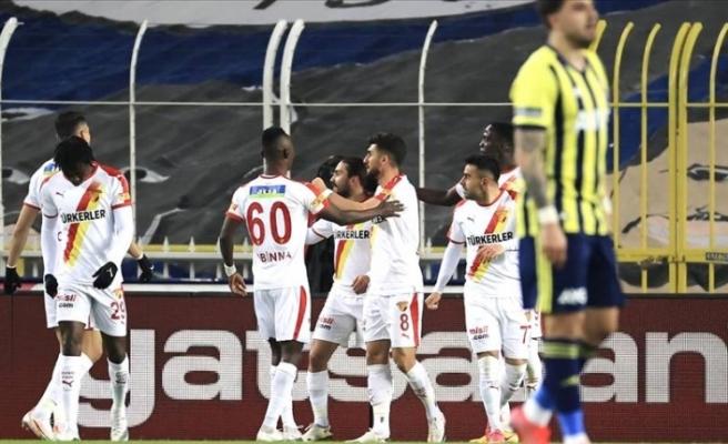 Fenerbahçe kendi sahasında Göztepe'ye mağlup oldu