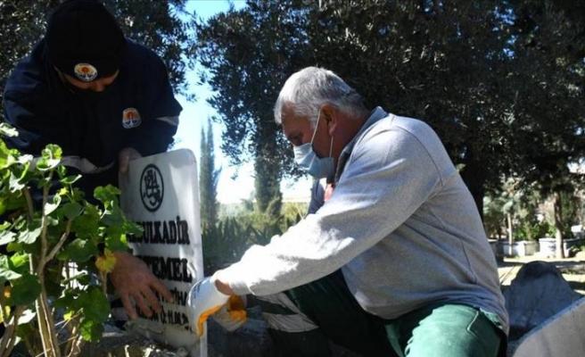 Adana'da tahrip edilen 79 mezar onarılıyor