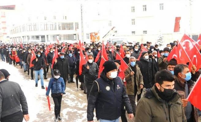 Van'da Gara şehitleri için terör örgütü PKK'ya tepki yürüyüşü düzenlendi