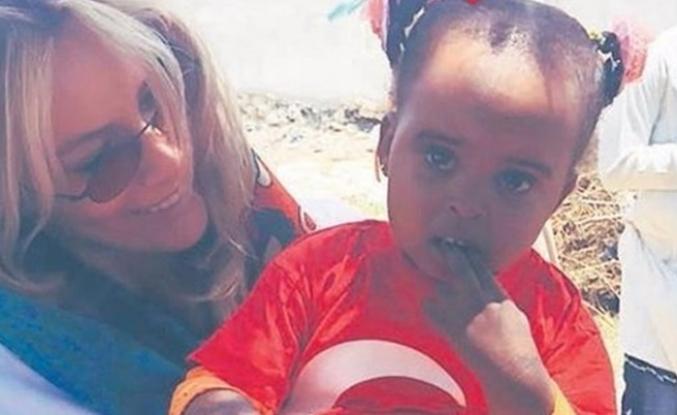 Gamze Özçelik bayramını Somalili çocuklarla geçirdi