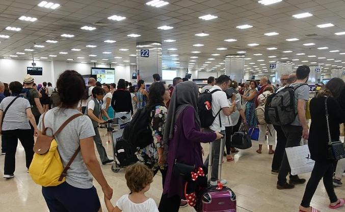 Atatürk Havalimanı'nda dönüş yoğunluğu