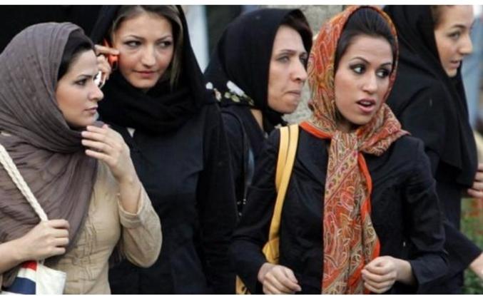 Tahran'da kadın servis şoförü uygulaması başlayacak