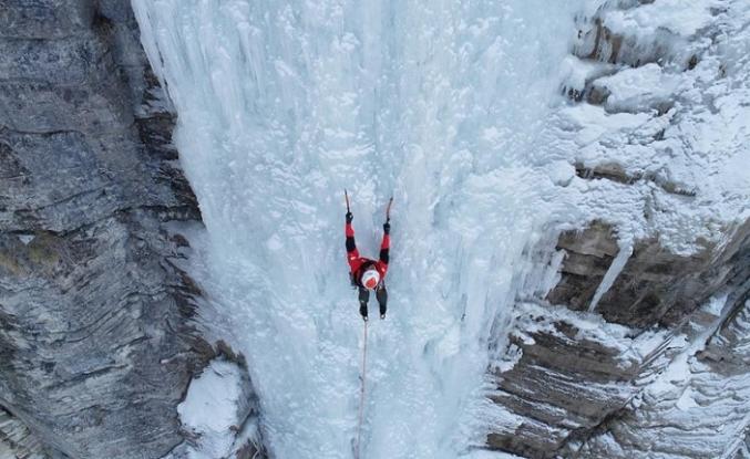 Dünyaca ünlü dağcılar 'sakin kent'teki buz tırmanışını sevdi