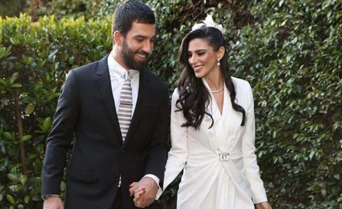 Yeni baba olan Arda Turan'ın eşinden şaşırtan açıklama