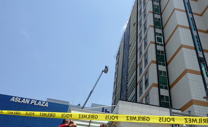 İstanbul'da 11 katlı iş merkezinde yangın