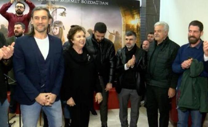 'Türkler Geliyor: Adaletin Kılıcı' oyuncuları Sultanbeyli'de gösterime katıldı
