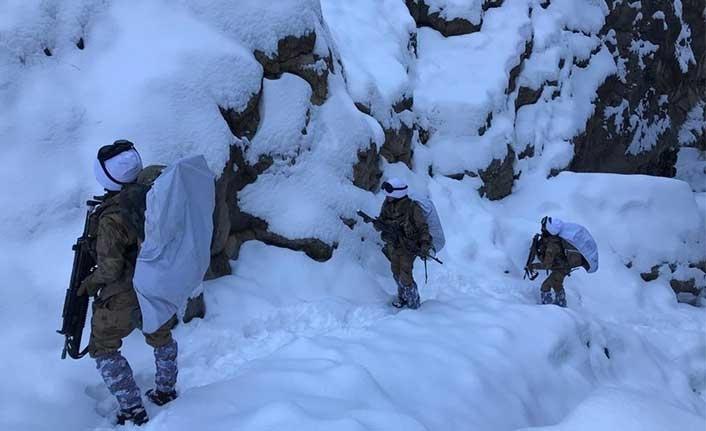 Asker kar altında böyle buldu...