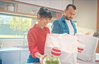 1 milyondan fazla aktif kullanıcıya ulaşan istegelsin'in ilk reklam filminde Hazal Kaya ve Ali Atay çifti var