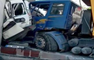 İstanbul'da freni boşalan kamyon dehşet saçtı!